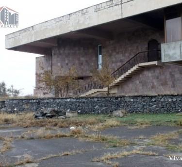 Կոմերցիոն, Կոտայք, Եղվարդ - 1