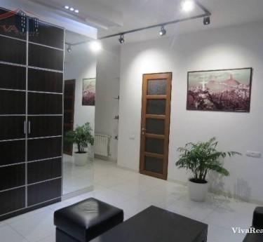 Բնակարան, 3 սենյականոց, Երևան, Կենտրոն - 1