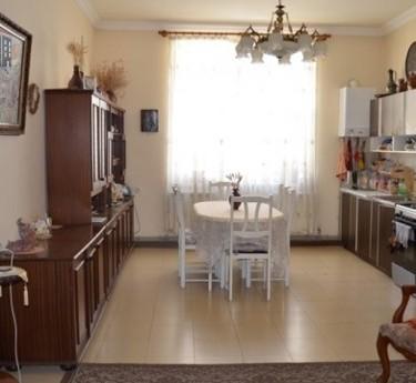 Բնակարան, 5 սենյականոց, Երևան, Կենտրոն - 1