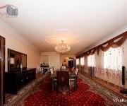 Առանձնատուն, 2,5 հարկանի, Երևան, Կենտրոն